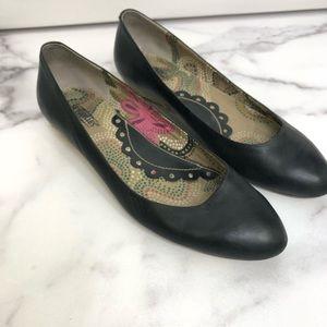 Seychelles Black Leather Flats Size 8.5